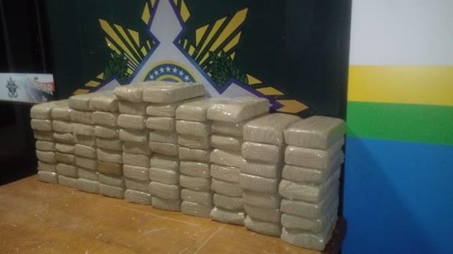 Polícia Militar de Rolim de Moura apreende aproximadamente 100 kg de pasta base de cocaína durante a Operação Paz no Campo