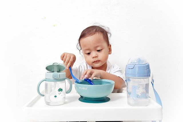Review MUGU, Perlengkapan Makan Anak Anti Tumpah