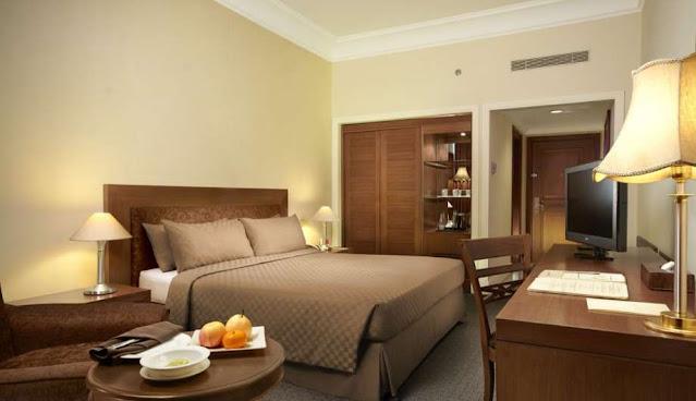 deluxe room singgasana hotel makassar