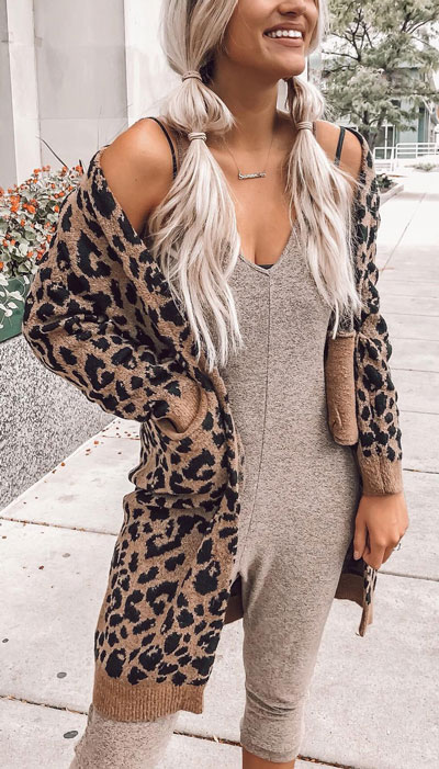 Change up your look with a variety of fabrics and textures. Mix colors, patterns, and cardigan lengths to really make your look pop. Here are 26 Breathtaking Cardigan Styles that are Chic and Warm. Winter outfits via higiggle.com leopard print cardigan #cardigan #winterstyle #knit #sweater