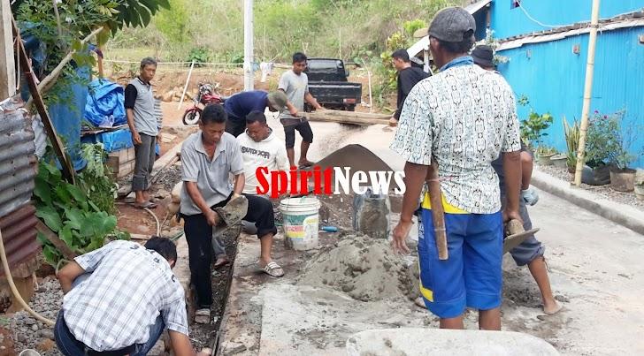 Pendamping Desa Apresiasi Kinerja Kades Moncongloe Bulu Mngerjakan Pembuatan Derainase