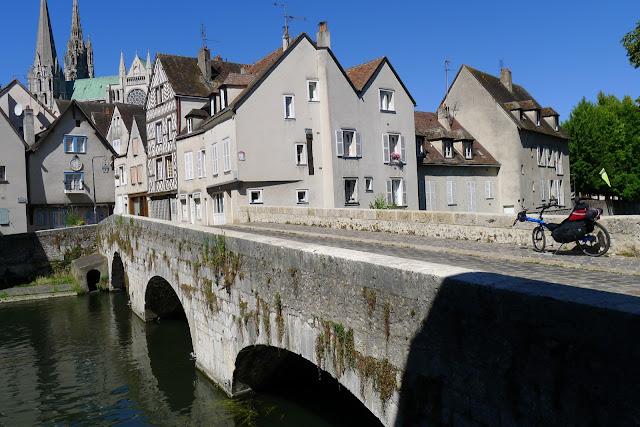 De Paris à la Rochelle en vélo couché, Chartres