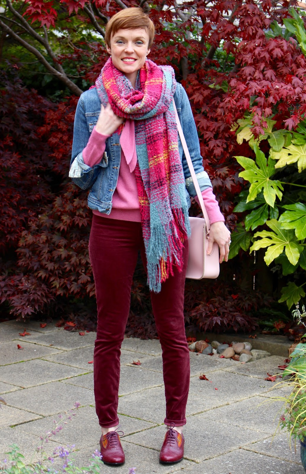 Autumn layers | pinks and berry tones with denim, over 40.