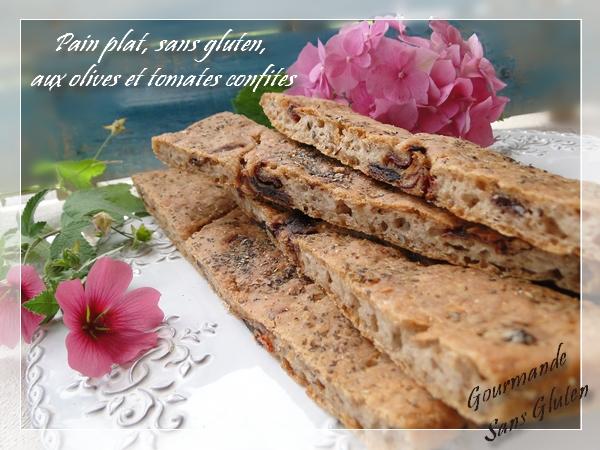 Pain plat sans gluten, aux olives et tomates confites