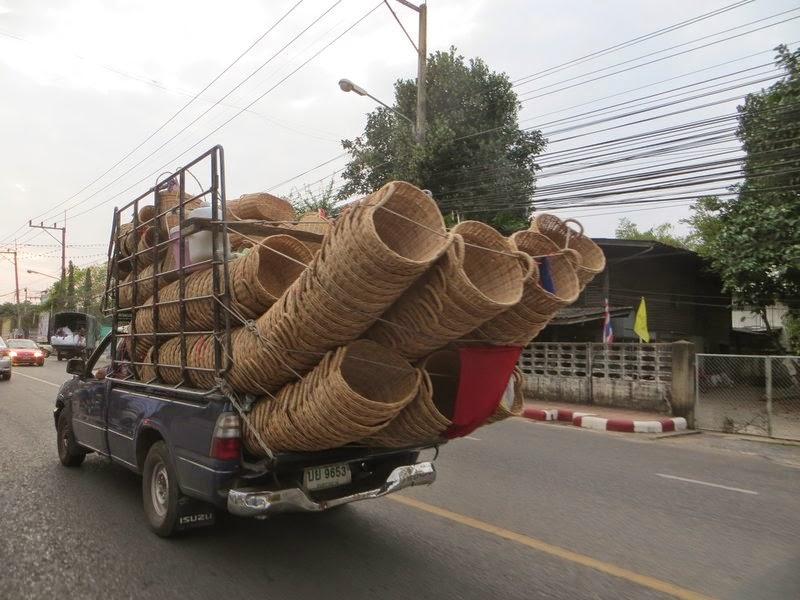 Перевозка корзин в пикапе