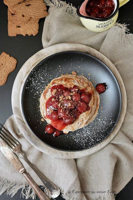 Experimente aus meiner Küche: Spekulatius Pancakes mit heißen Kirschen