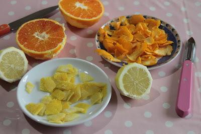 Aromi naturali fatti in casa con gli agrumi: polvere di limone, mandarino e arancia biologici per le tue ricette