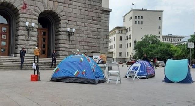 Продължава блокадата в София