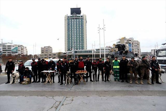 تنكر الشرطة التركية في ليلة رأس السنة للحفاظ على الأمن