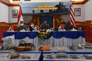 Pangkoarmada II Bersama Athan RRT Jumpa pers Operasi  Pengangkatan KRI Nanggala-402