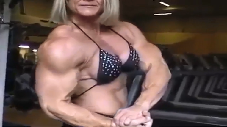 Clip Extremely muscled women who share the same passion for bodybuilding