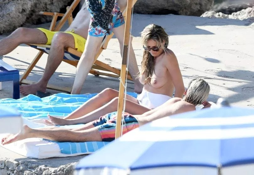 Heidi Klum goes topless aboard yacht in Capri