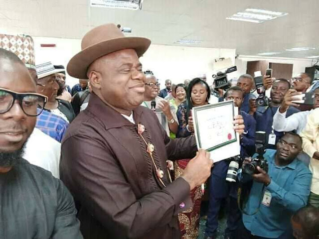 bayelsa-protesters-attack-new-governor.html