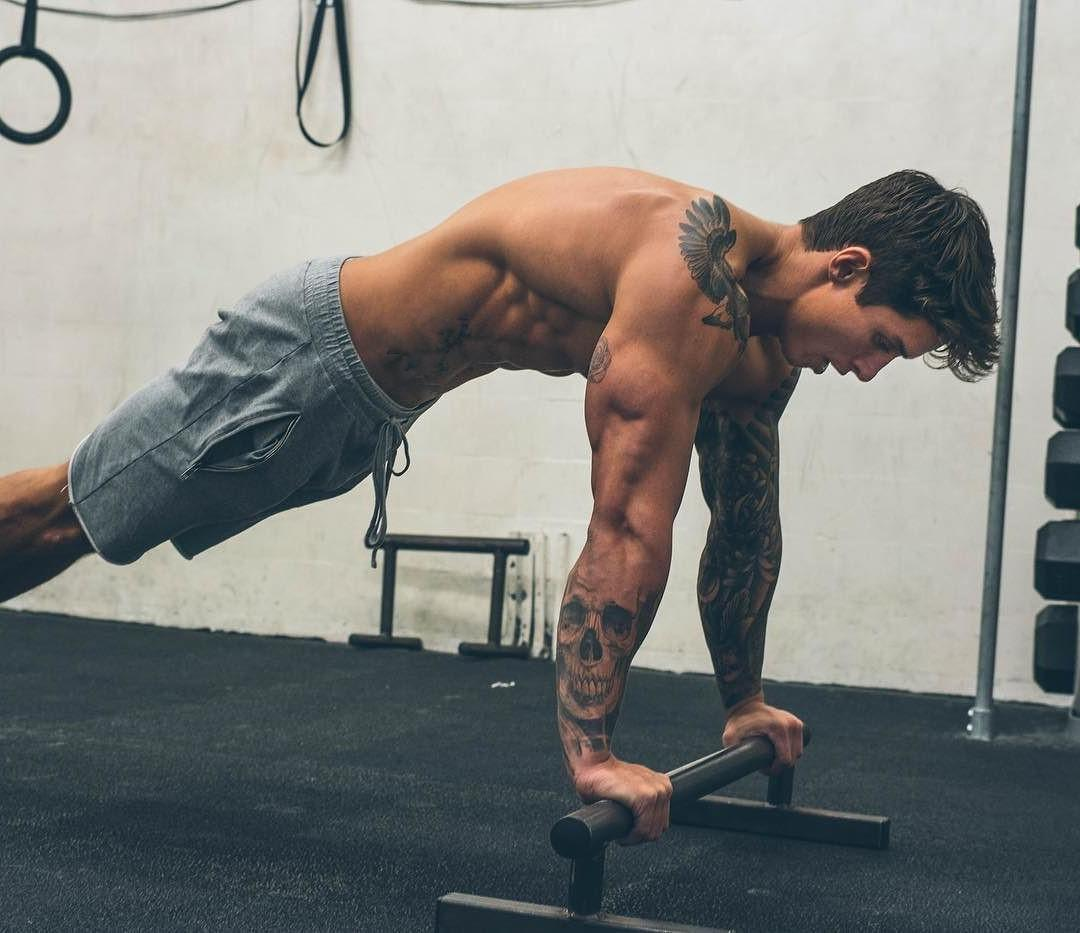 sexy-shirtless-gym-tattoo-dude-working-out-alone