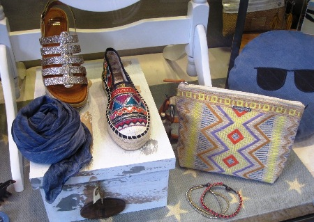 Sandalias, zapatillas colores, caja vintage