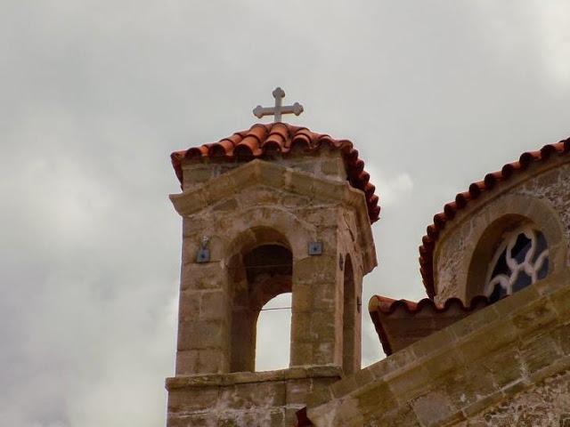 Γιατί δεν δίνεται άδεια στους χριστιανούς να πηγαίνουν για προσευχή στις εκκλησίες;