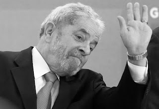 La decisión fue tomada por el juez Itagiba Catta Preta Neto, del Tribunal Federal de Brasilia, quien de esta manera anuló el acto por el que Lula juró como jefe de ministros de Dilma a 40 minutos de haberse realizado.