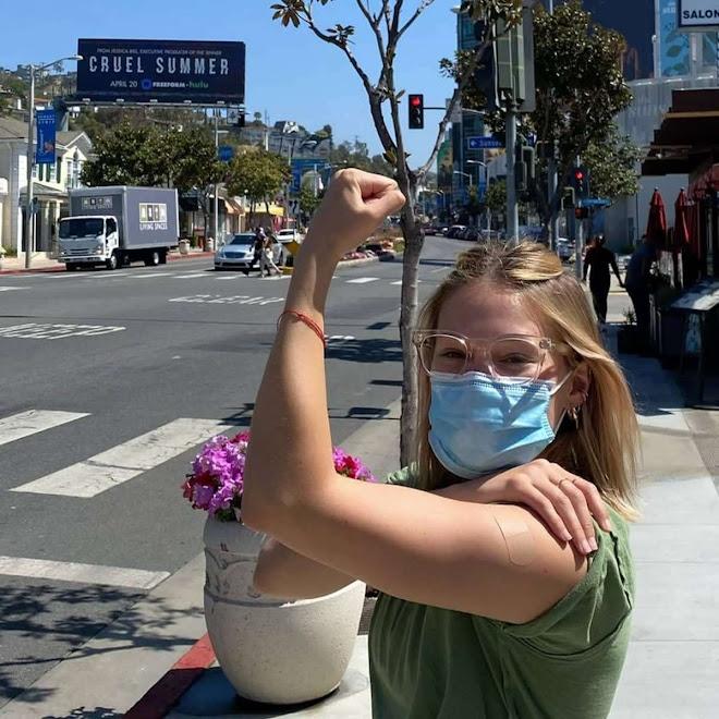 Olivia Holt Vaxxed 🤗 わたしもワクチン注射💉してもらったよ🎉と…