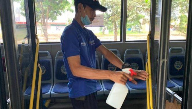 Bus Trans Batam Dibersihkan Tiap Satu Trip