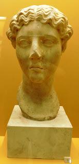 κεφαλή νέας γυναίκας εποχής Τιβέριου στο Μουσείο της Αρχαίας Αγοράς των Αθηνών