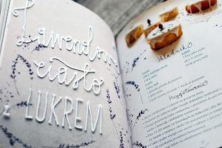 Lawendowe ciasto z lukrem