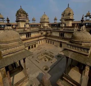 बुंदेला और मुगल शिल्पकला का बेजोड़ नमूना पेश करता ओरछा का जहांगीर महल