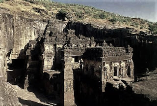 Adhistana, the yajna mantapa, the annexes knownas lankeshwar and peralanka and 3 galleries on the temple's three sides might have been the work of succeeding generations