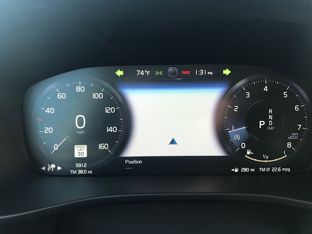 Gauge cluster in 2020 Volvo XC40 T5 AWD Inscription