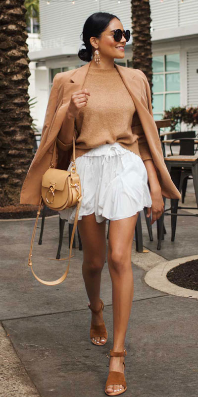 Perfect Instagram worthy outfits? See these 25 Breathtaking Fall Outfits for Going out. Women's Style + Date Outfits via higiggle.com | jumper + skirt outfits | #falloutfits #dateoutfits #casualoutfits #skirt