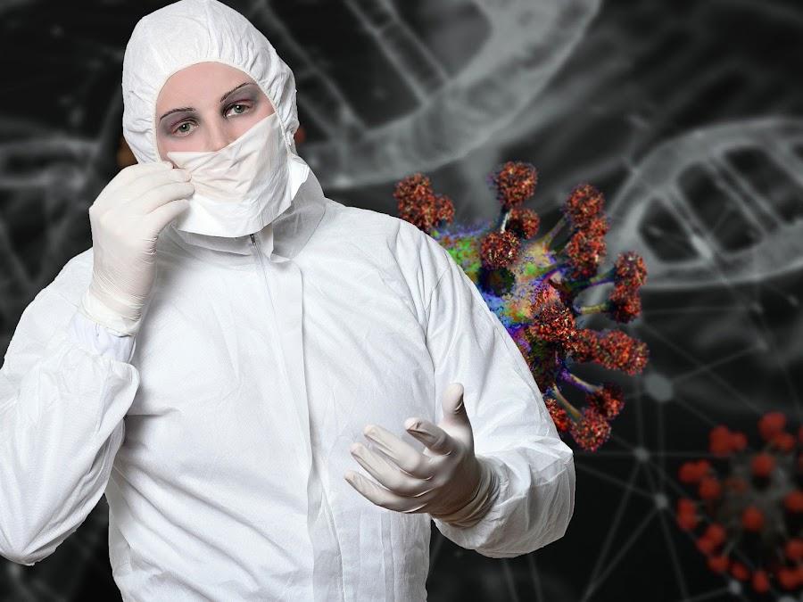 Mujer con traje coronavirus