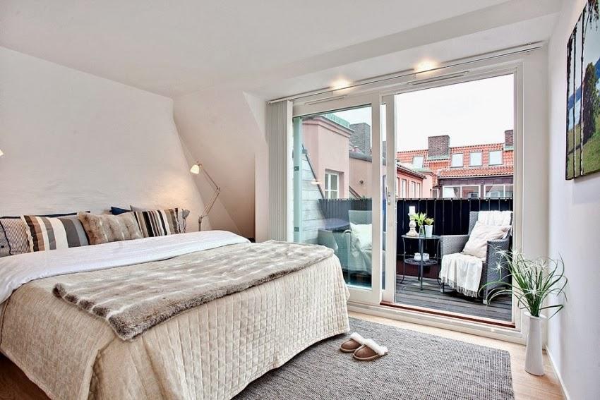Dwupoziomowy, przestronny apartament w bieli, wystrój wnętrz, wnętrza, urządzanie domu, dekoracje wnętrz, aranżacja wnętrz, inspiracje wnętrz,interior design , dom i wnętrze, aranżacja mieszkania, modne wnętrza, białe wnętrza, wnętrza w bieli, sypialnia