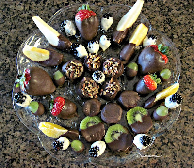 Chocolate Covered Fruit DIY Recipes Reviewed - Chocolate Fruit Tray