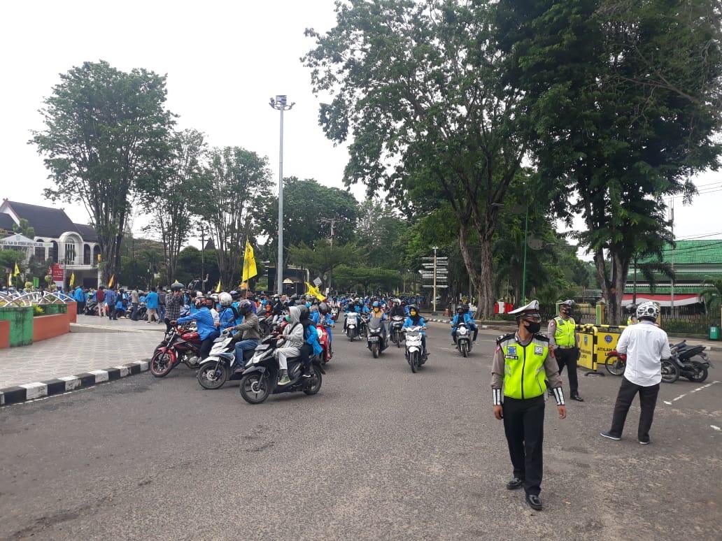 Aksi Elemen Mahasiswa PMII Menuntut UU Cipta Kerja ke DPRD Kota Jambi
