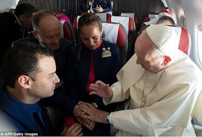 pope francis officiates wedding flight attendants