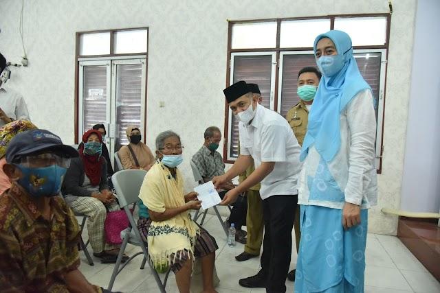 Lansia & Disabilitas, Terima Bantuan Sosial Modal Usaha dari Bupati Batu Bara