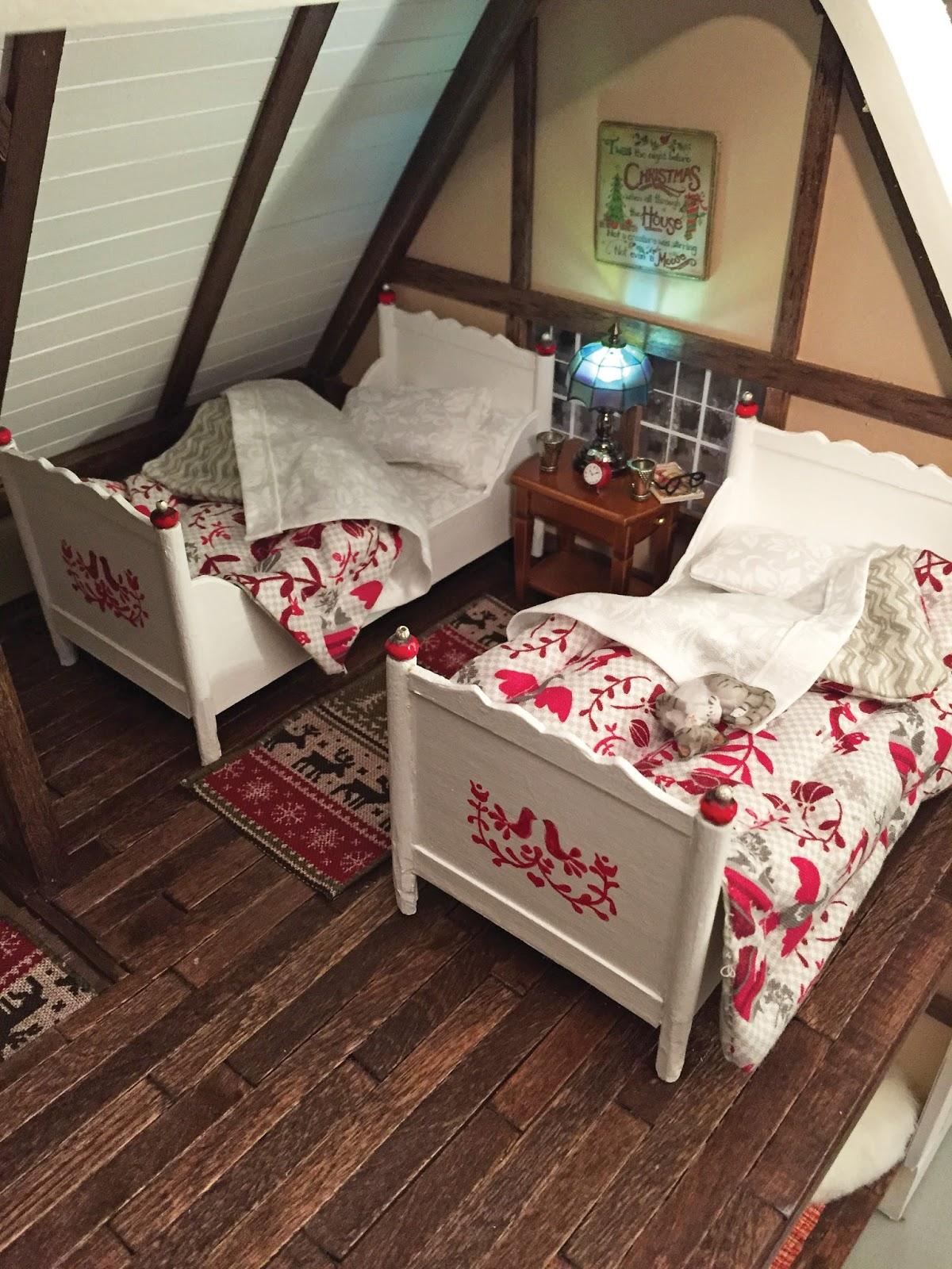 Dollhouse bed comforter tutorial Nature39s Soul Miniatures