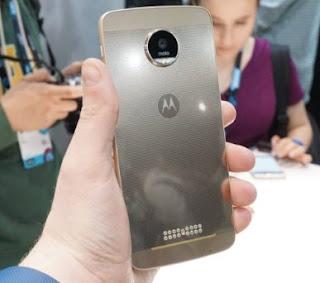 Motorola Moto Z juga merupakan salah satu smartphone android tertipis di dunia