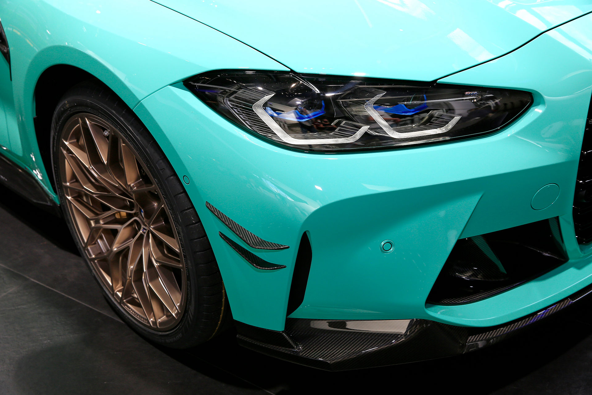 بي إم دبليو BMW M4 Competition الأضواء الأمامية