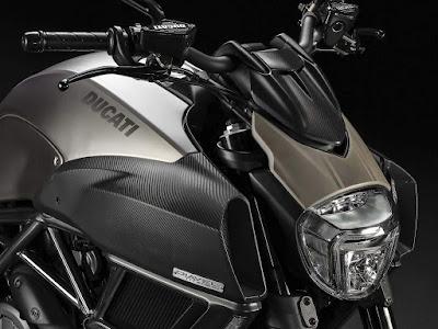 Ducati Diavel Titanium musculer side view image