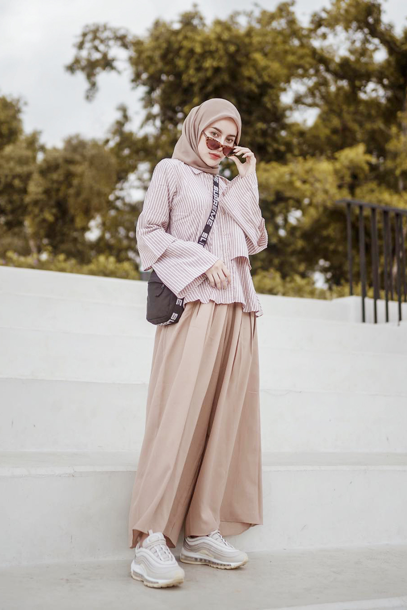 cewek manis jilbab gaul dan cantik imut OOTD Street Fashion Photography