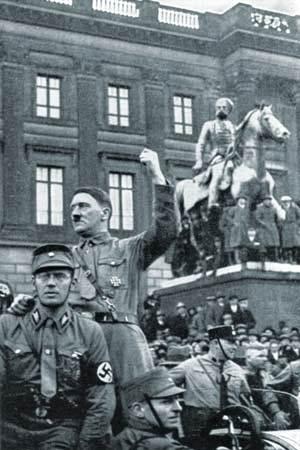 Adolf Hitler en Brunswick, Alemania, 1931.