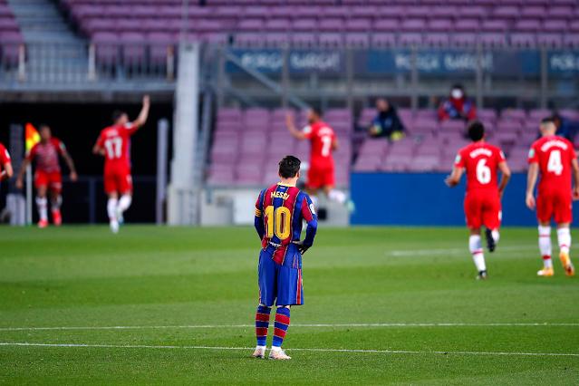 غرناطة يعيد التاريخ  ويقصي برشلونة ويضع الكرة في ملعب أتلتيكو مدريد
