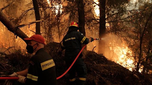 Ολονύχτια μάχη στη Βόρεια Εύβοια με τις φλόγες για να μη φτάσει η φωτιά στην Ιστιαία