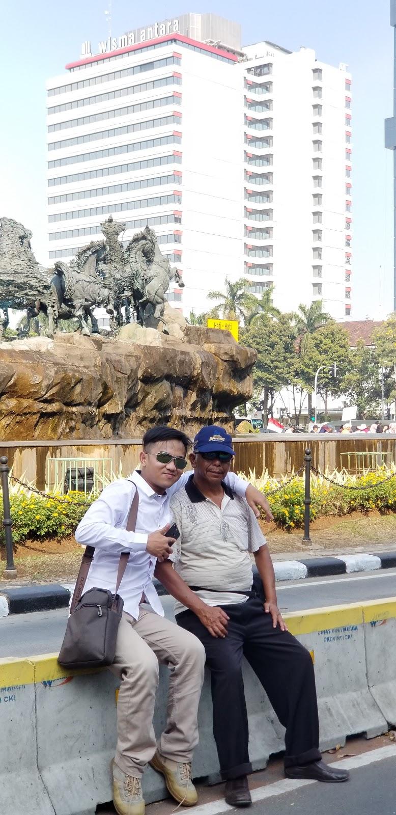 Patung Arjuna Wijaya atau juga disebut Patung Arjuna Wiwaha atau Patung Asta Brata adalah monumen berbentuk patung kereta kuda dengan air mancur yang terbuat dari tembaga yang terletak di persimpangan Jalan MH Thamrin dan Jalan Medan Merdeka. Perancang Patung Arjuna Wijaya adalah maestro pematung Indonesia asal Tabanan, Bali, Nyoman Nuarta.