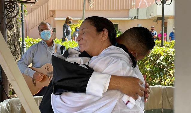 Pacientes são batizados em hospital de Porto Rico, após serem evangelizados por capelães