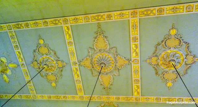 Detalhe do teto do Salão de Baile dos Assembly Rooms de Bath