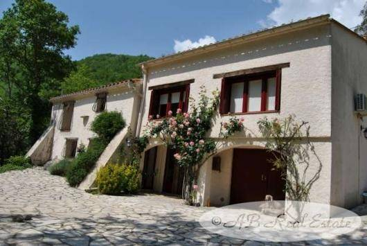 Well maintained Mas originally from 18th century for Sale in Vallespir area