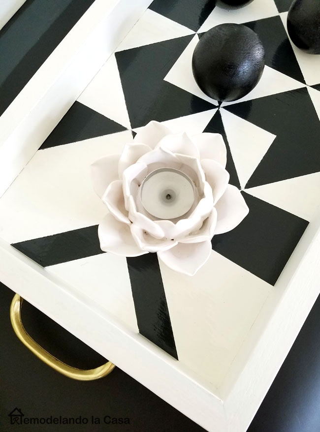 pinwheel design on tray - golden accents