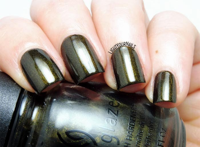 Smalto verde bosco China Glaze Wagon Trail (Rodeo Diva 2008) olive green shimmery nail polish #nails #lightyournails #chinaglaze #unghie