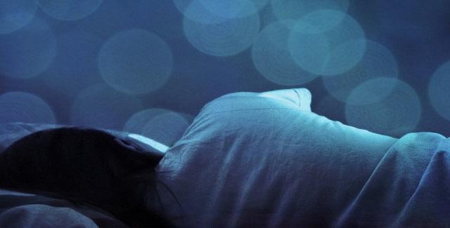 Πως επηρεάζει η αλλαγή ώρας τον ρυθμό του ύπνου και του ξυπνήματός μας